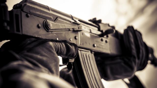 Із військової частини Сум втік боєць із автоматом і півсотнею патронів.
